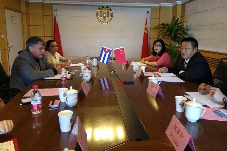 Consolida memorando de entendimiento cooperación legal Cuba-China