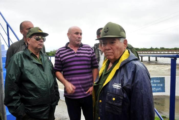 Pardo Guerra reconoció el trabajo desplegado en Sancti Spíritus para enfrentar la difícil situación provocada por las torrenciales precipitaciones. Foto: Vicente Brito/ Escambray