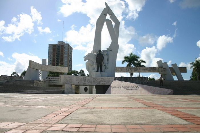http://www.radiorebelde.cu/images/images/cuba/cuba-2/plaza-ignacio-agramonte-camaguey-radio-rebelde.jpg