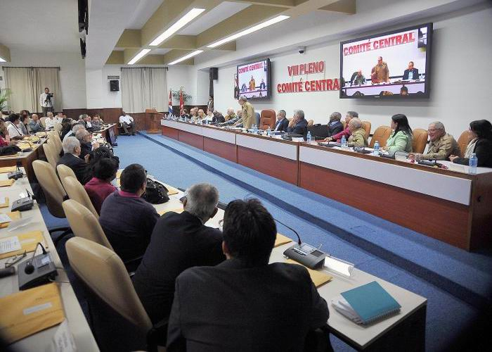 Analiza Pleno del Comité Central del PCC Proyecto de Constitución