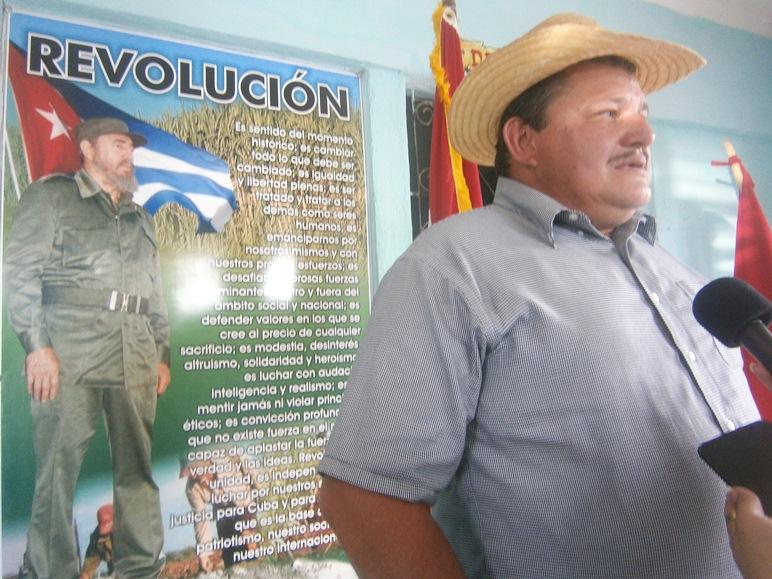 Felicita el Presidente Nacional de la ANAP a campesinos