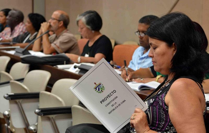 Proyecto de Constitución en la agenda de los diputados cubanos