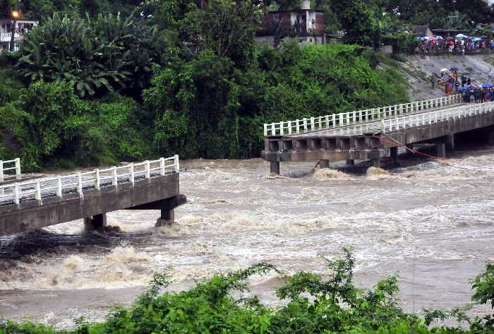 Cuba: Bridge collapses and heavy rains persist
