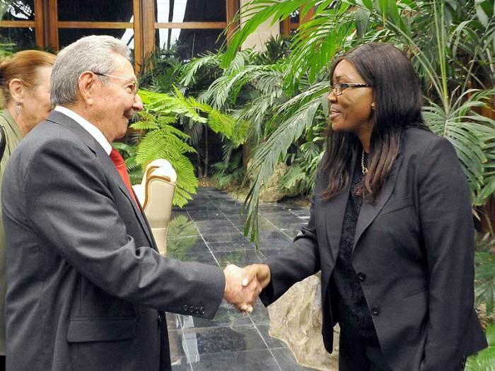Raúl Castro se reúne con la Primera Ministra de Namibia. Foto: Estudios Revolución