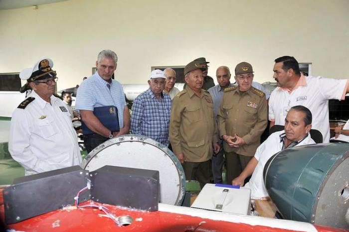 Raul Castro visits Cuban industrial military companies