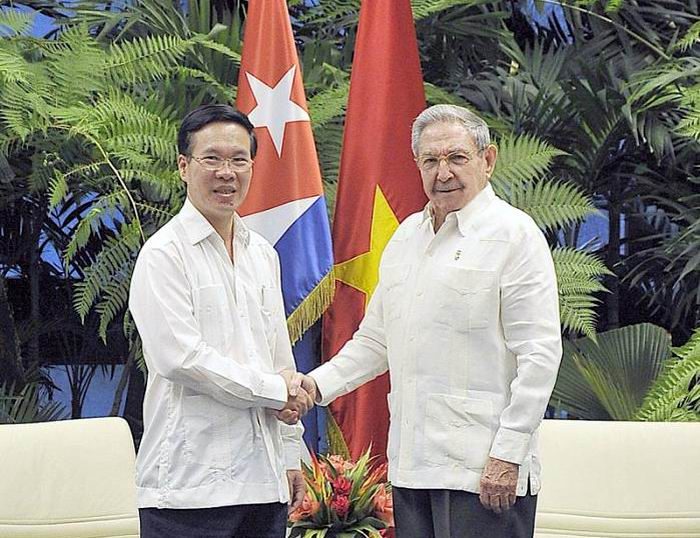 Raul Castro Meets with Leaders of the Vietnamese Communist Party