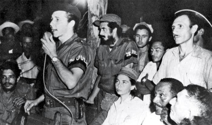 Primer congreso campesino en armas, celebrado el 21 de septiembre en Soledad de Mayarí, en territorio del II Frente guerrillero; en la foto Raúl Castro haciendo uso de la palabra. Foto: Archivo