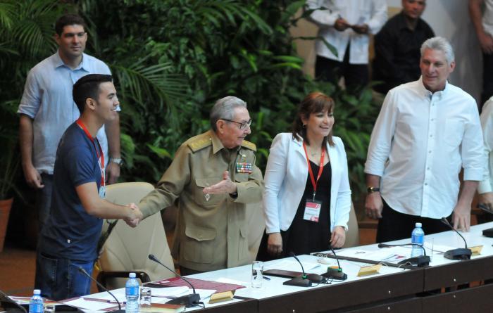 Asiste Raúl Castro a la clausura del IX Congreso de la FEU (+Audios)