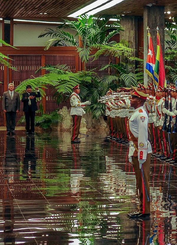 Recibió presidente cubano a Evo Morales Ayma