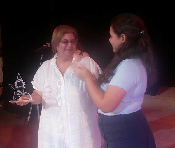 Eloísa Carreras, viuda de Armando Hart junto a Niubys García Otaño, Presidenta Nacional de la FEEM. Fotos: Carlos Serpa