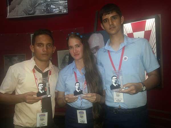 Reconocen a Fidel y Armando Hart con el Premio para un Maestro