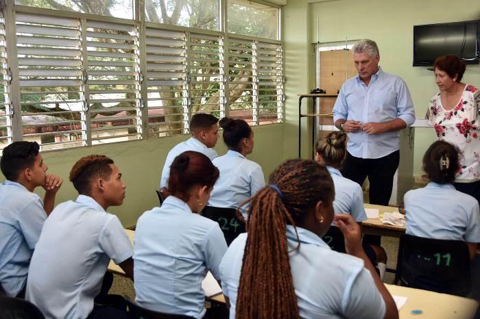 Díaz-Canel también visitó el centro mixto Manuel Ascunce Domenech. Foto: Estudios Revolución