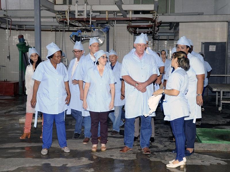 http://www.radiorebelde.cu/images/images/cuba/cuba-2/recorrido-diaz-canel-instituto-industria-alimentaria-fotos-estudios-revolucion.JPG