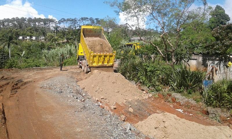 Recuperan caminos en montañas de Baracoa