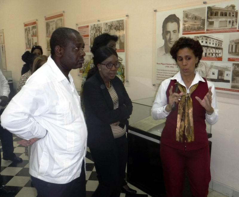 En la antigua fortaleza del Moncada la dirigente africana conoció detalles de los sucesos del 26 de julio de 1953.