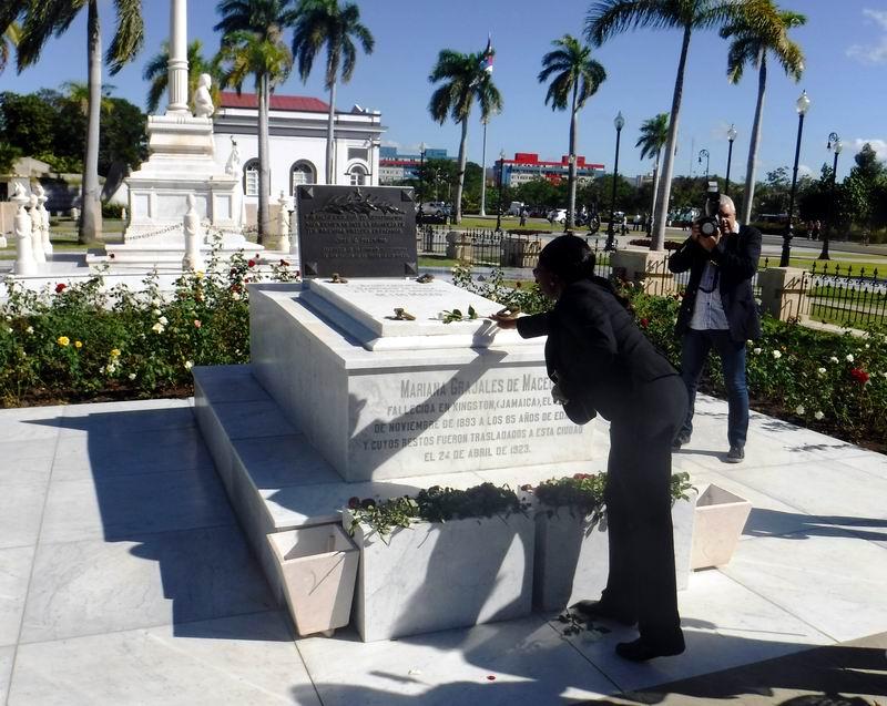 La Primera Ministra de Namibia en el tributo a Mariana Grajales Madre de todos los cubanos.