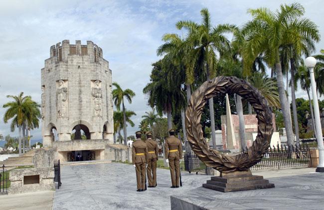 Ceremonia militar rinde homenaje al desembarco del Granma