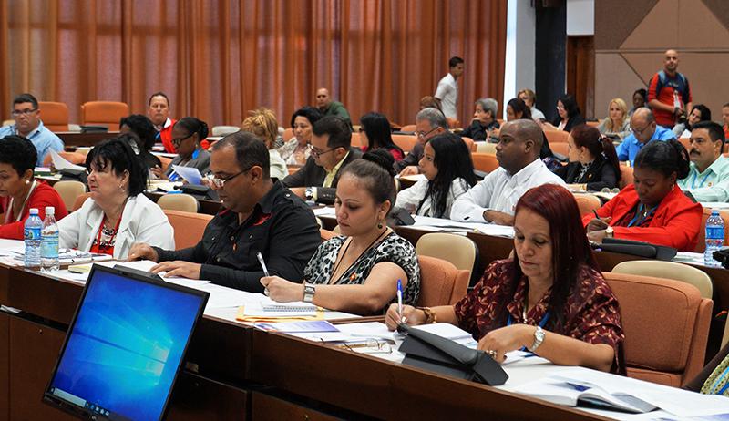 Díaz-Canel: hay que ofrecer servicios al pueblo a través de Internet