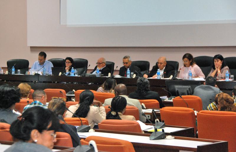 Debaten diputados sobre implementación de la Tarea Vida