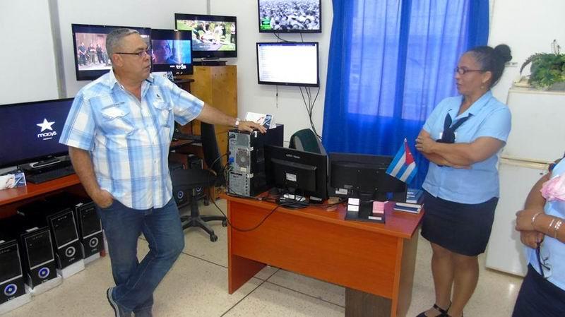 Luis Antonio Torres Iribar, primer secretario del Comité Provincial del Partido en La Habana realizó una visita al Palacio Central de Computación