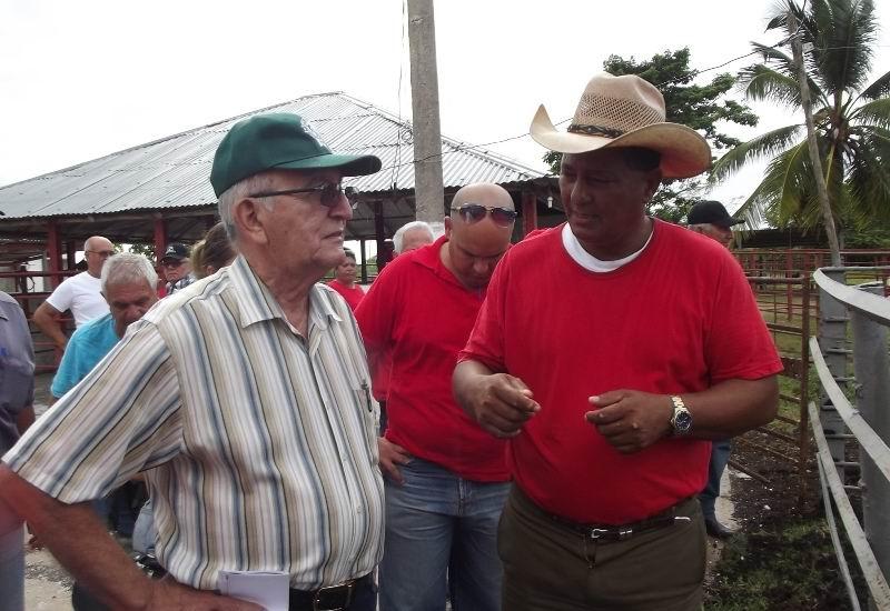 En la visita a unidades de la Empresa Ganadera de Camagüey.