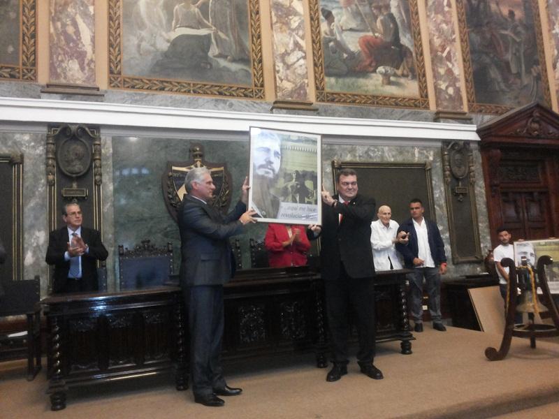 Otorga la Universidad de La Habana Reconocimiento a Raúl (+Audio y Fotos)