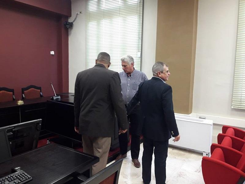 Presidente Díaz-Canel visita sede del Tribunal Supremo Popular