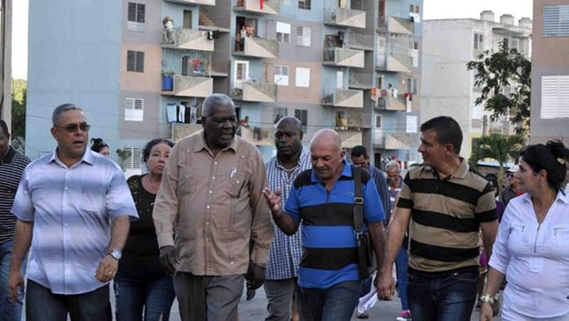 Esteban Lazo visita obras sociales holguineras. Fotos tomadas del sitio de la Asamblea Nacional del Poder Popular