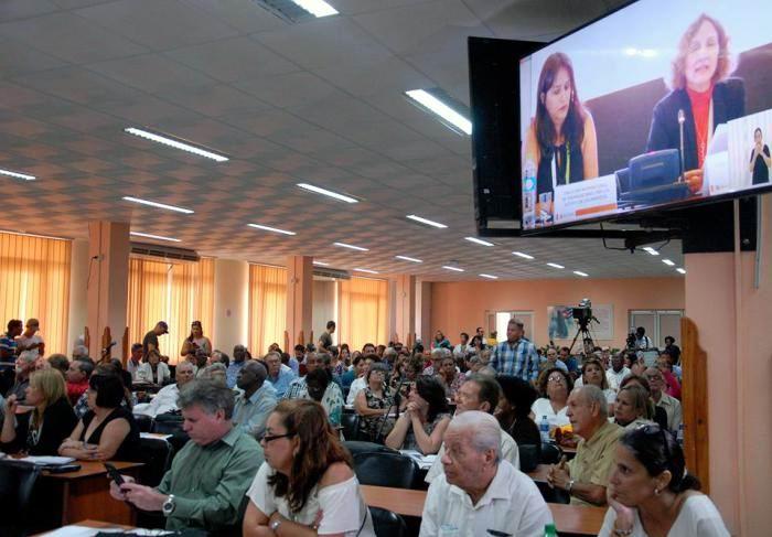 En Lima, la cubana Yamila González Ferrer, vicepresidenta de la Unión de Juristas de Cuba, habló como vocera de la coalición No.15. Foto: Dunia Álvarez