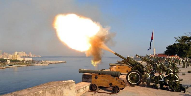 Salvas de artillería en homenaje póstumo a Fidel
