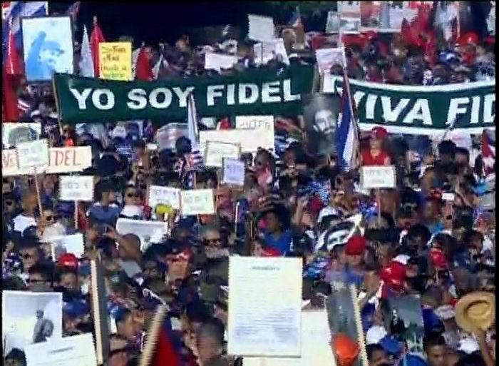 Yo soy Fidel, repiten los cientos de hombres y mujeres