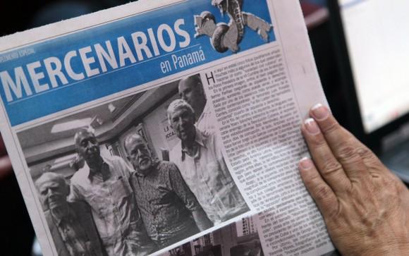 Los representantes de la sociedad civil cubana que participarán en los foros de la Cumbre de las Américas, distribuyeron en Conferencia de prensa ofrecida en la mañana de hoy, un tabloide en el que desenmascaran a los mercenarios cubanos pagados por gobiernos extranjeros, y que pretenden participar en estos escenarios a nnombre de la sociedad cubana. Foto: Ismael Francisco