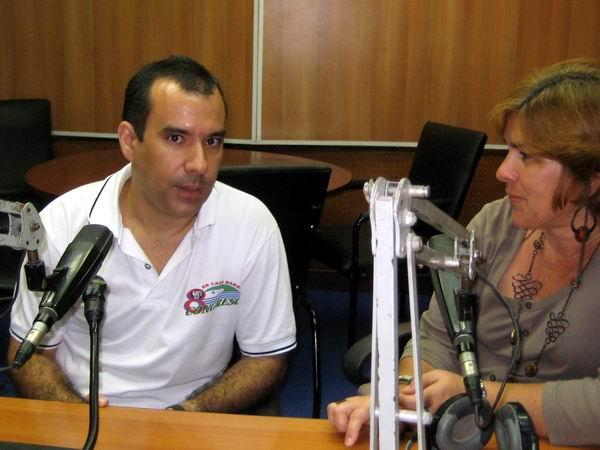 Dalexi González Madruga junto a la periodista Angélica Paredes en entrevista para el programa Haciendo Radio. Foto: Sandy Carbonell