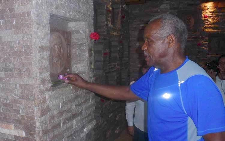 Danny Glover rindió tributo al Che y sus compañeros de lucha. Foto: Francisnet Díaz Rondón