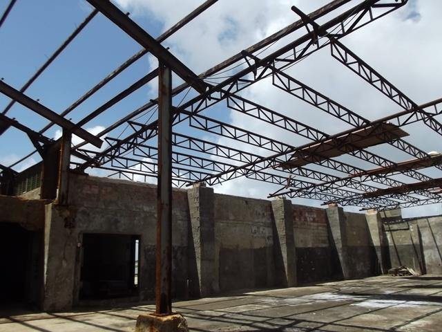 Los techos de almacenes, y talleres fueron los más dañados por los vientos de Irma
