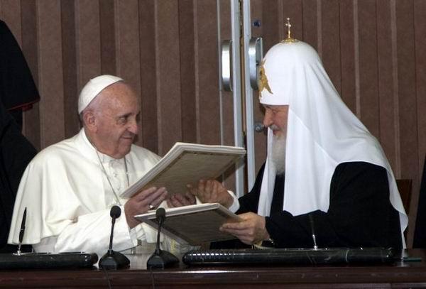 Firma de la Declaración Conjunta entre el Papa Francisco y el Patriarca Kirill. Foto: Ismael Francisco