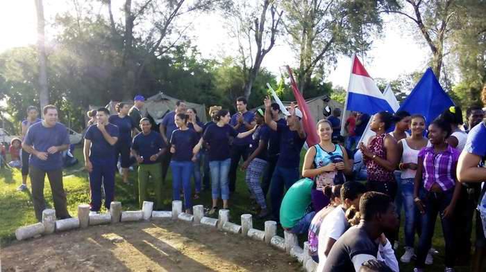 Abanderan delegación de Cienfuegos al Congreso de la UJC. Foto: Ana Isa Vidal