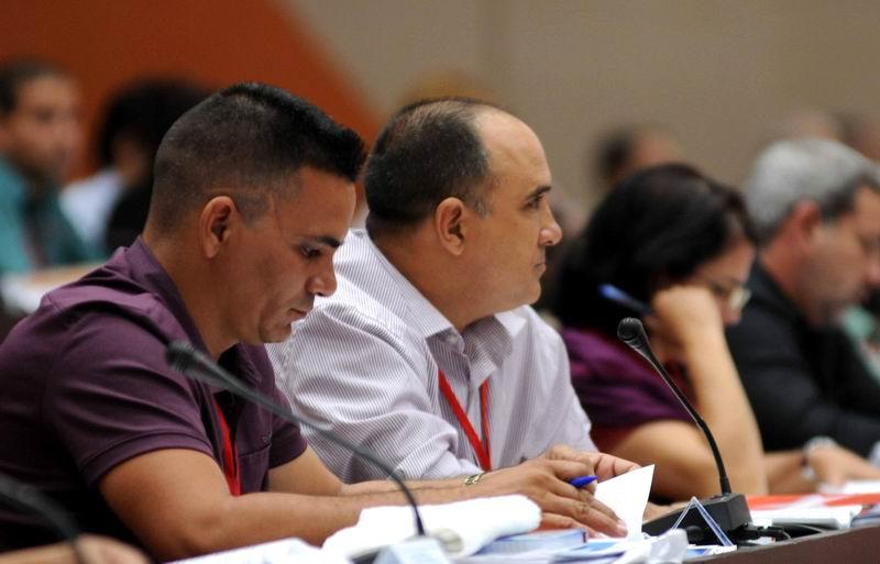 Debate en la Comisión Permanente para la Implementación y Desarrollo de los Lineamientos, durante el Séptimo Congreso del Partido Comunista de Cuba (PCC), en el Palacio de Convenciones de La Habana, el 16 de abril de 2016. ACN FOTO/ Omara GARCÍA