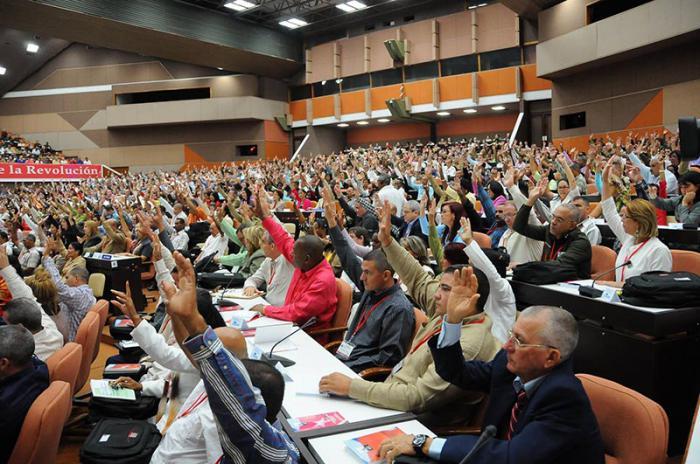 Afirma Raúl que los revolucionarios no tienen derecho a quedarse de brazos cruzados