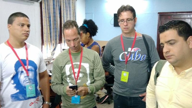 Juventud cubana con la información de primera mano hacia Sochi