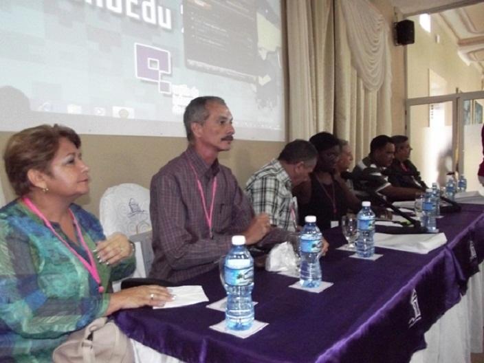 Sesiona Congreso Nacional de Tecnolog�as Educativas en Camag�ey (+Audio y Fotos)