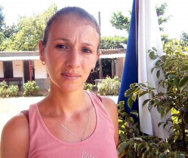 Delia Rosa Espino Ramos, joven cubana que labora en la  Cooperativa de Créditos y Servicios (CCS) Antonio Maceo, de la Empresa Agropecuaria Horquitaoo. Foto: Mireya Ojeda