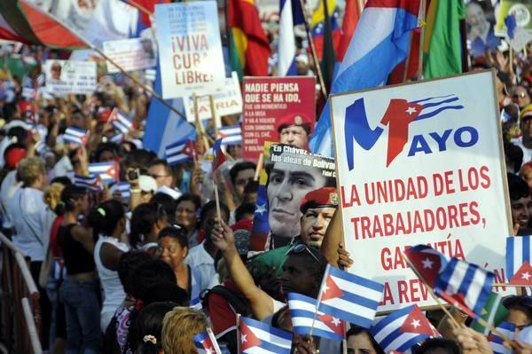 Pueblo capitalino durante el desfile por el Primero de Mayo, Día del Proletariado Mundial, en la Plaza de la Revolución José Martí, en La Habana, Cuba, el 1ro. de mayo de 2014. AIN FOTO/Marcelino VÁZQUEZ
