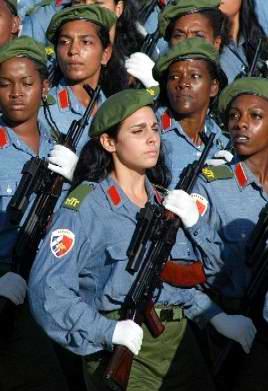 Desfile militar por le 50 aniversario del desembarco del Yate Granma. Foto Cubadebate