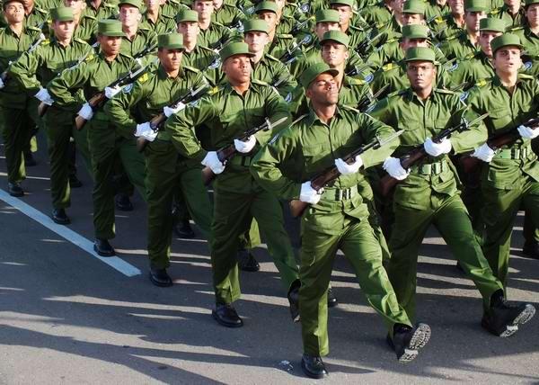 Desfile militar en la Graduación de la promoción Aniversario 60 del Asalto a los Cuarteles Moncada y Carlos Manuel de Céspedes . Foto: Abel Rojas