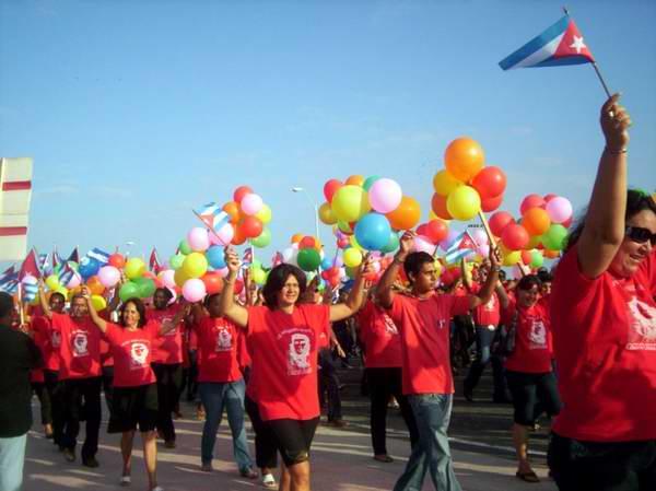 Superó expectativa desfile del Primero de Mayo en la Perla. Foto Mireya Ojeda