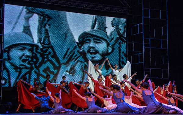 Preside Díaz-Canel a gala por los 60 años de las FAR. Fotos: Marcelino Vázquez