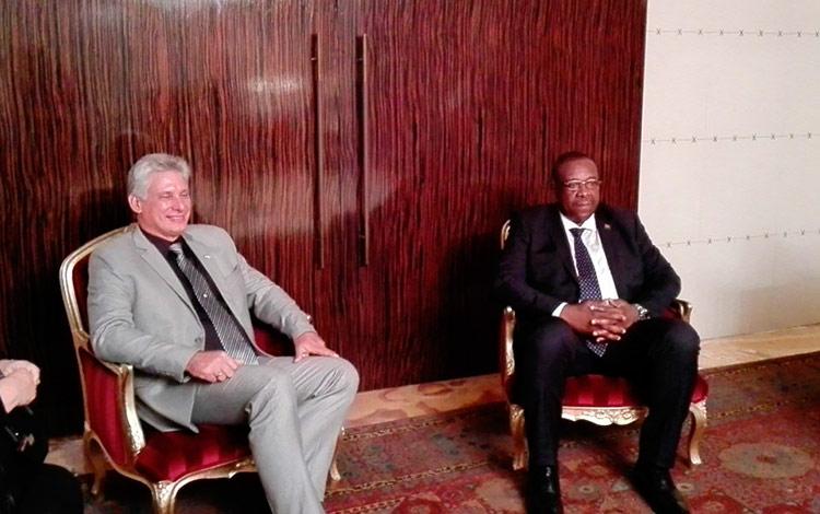 Miguel Díaz-Canel celebra la paz que reina en Angola