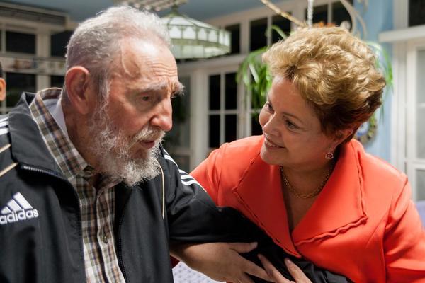 El líder histórico de la Revolución cubana, Fidel Castro Ruz, sostuvo un encuentro fraternal con la Presidenta de la República Federativa de Brasil, Dilma Rousseff, en La Habana, el 27 de enero de 2014. Foto: Alex Castro
