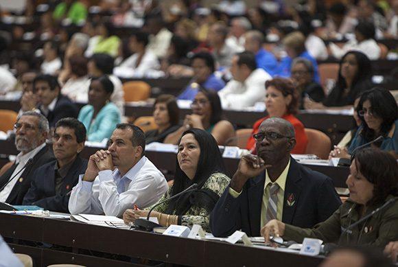 Fidel Castro: Satisfacción de un pueblo que construye leyes revolucionarias